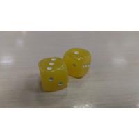 Кубики-зарики из янтаря 12*12мм молочно-медовый